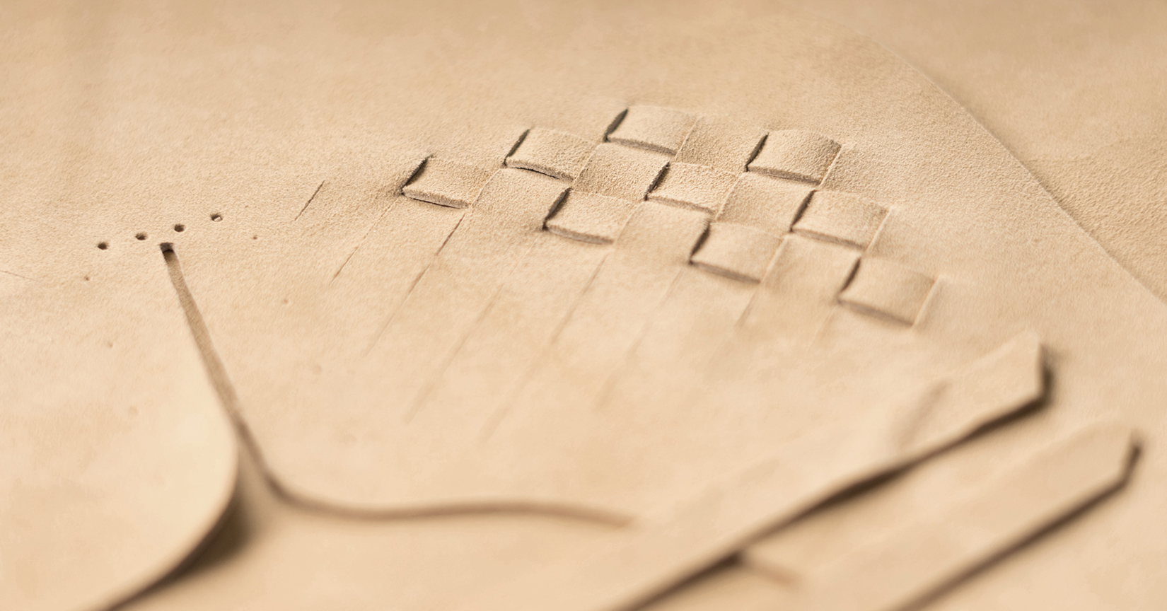 Craftsmanship and know-how: Hand braided leather